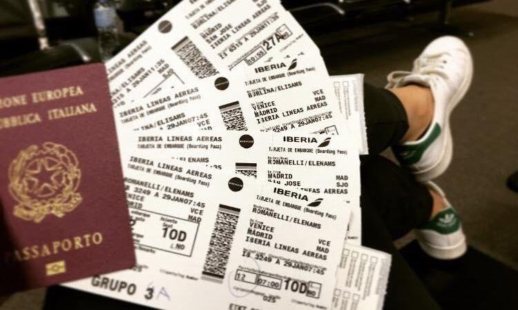 biglietti aerei e passaporto