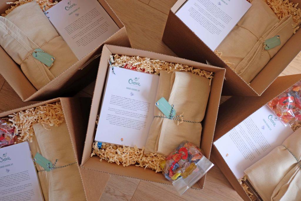 scatole con all'interno kit onivà cuisine
