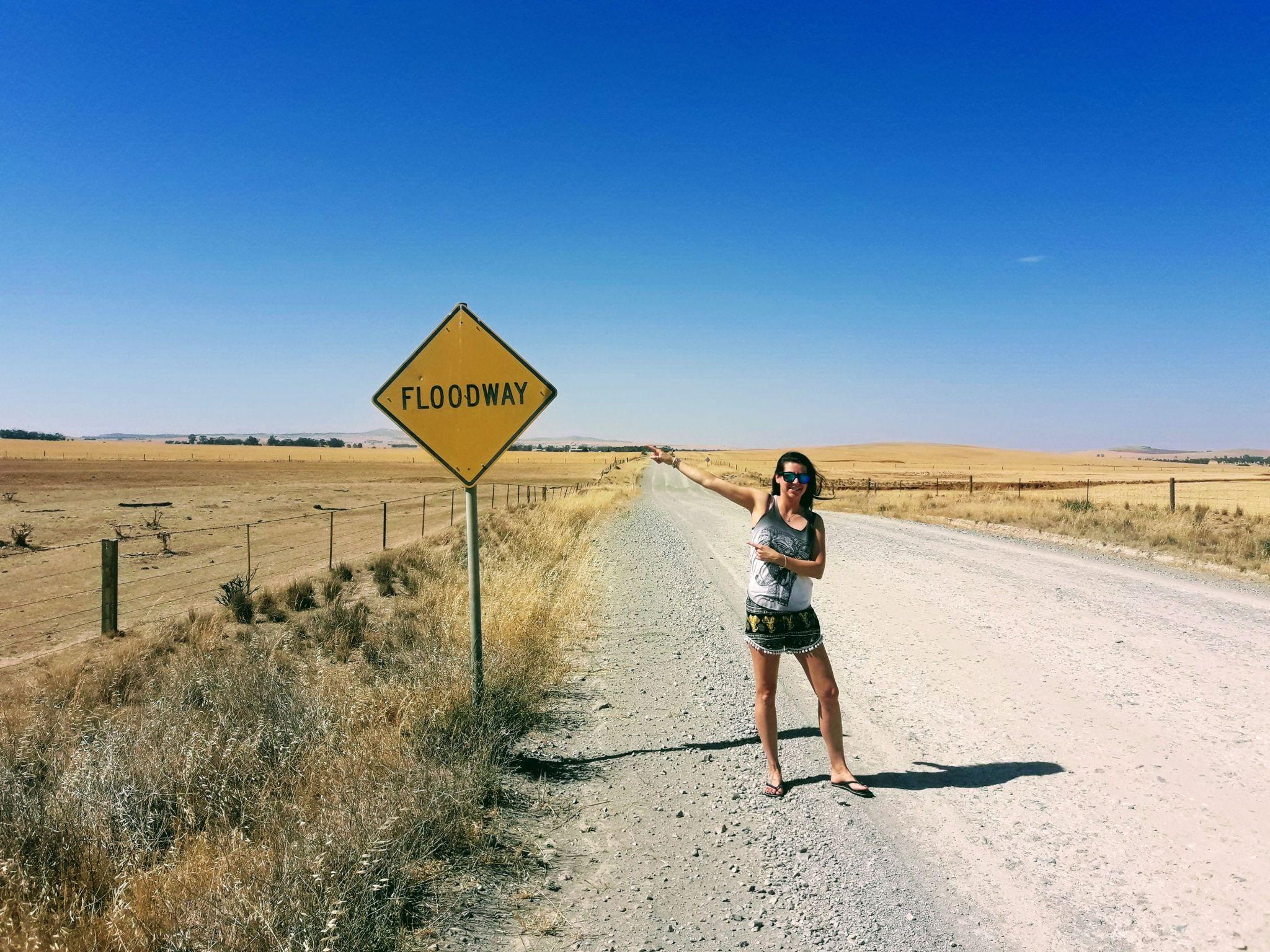 giulia indica un cartello australiano